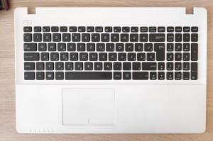 Asus X552 billentyűzet palmresttel és touchpaddal. 90NB03VC-R31HU0
